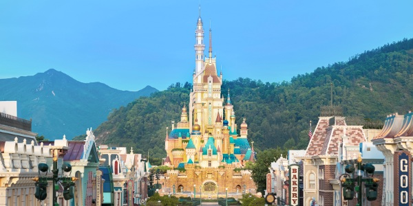 Black Friday offer: Plan your 2021 holiday at Hong Kong Disneyland with 45% off hotel room bookings!